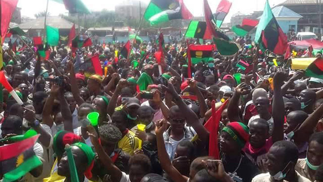 biafrans-ipob-with-flags (1)